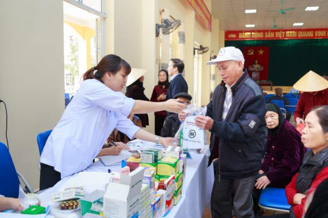 Bệnh viện đa khoa Quốc tế Hải Phòng khám bệnh, cấp thuốc miễn phí cho người dân xã Đại Thắng, huyện Tiên Lãng, Hải Phòng