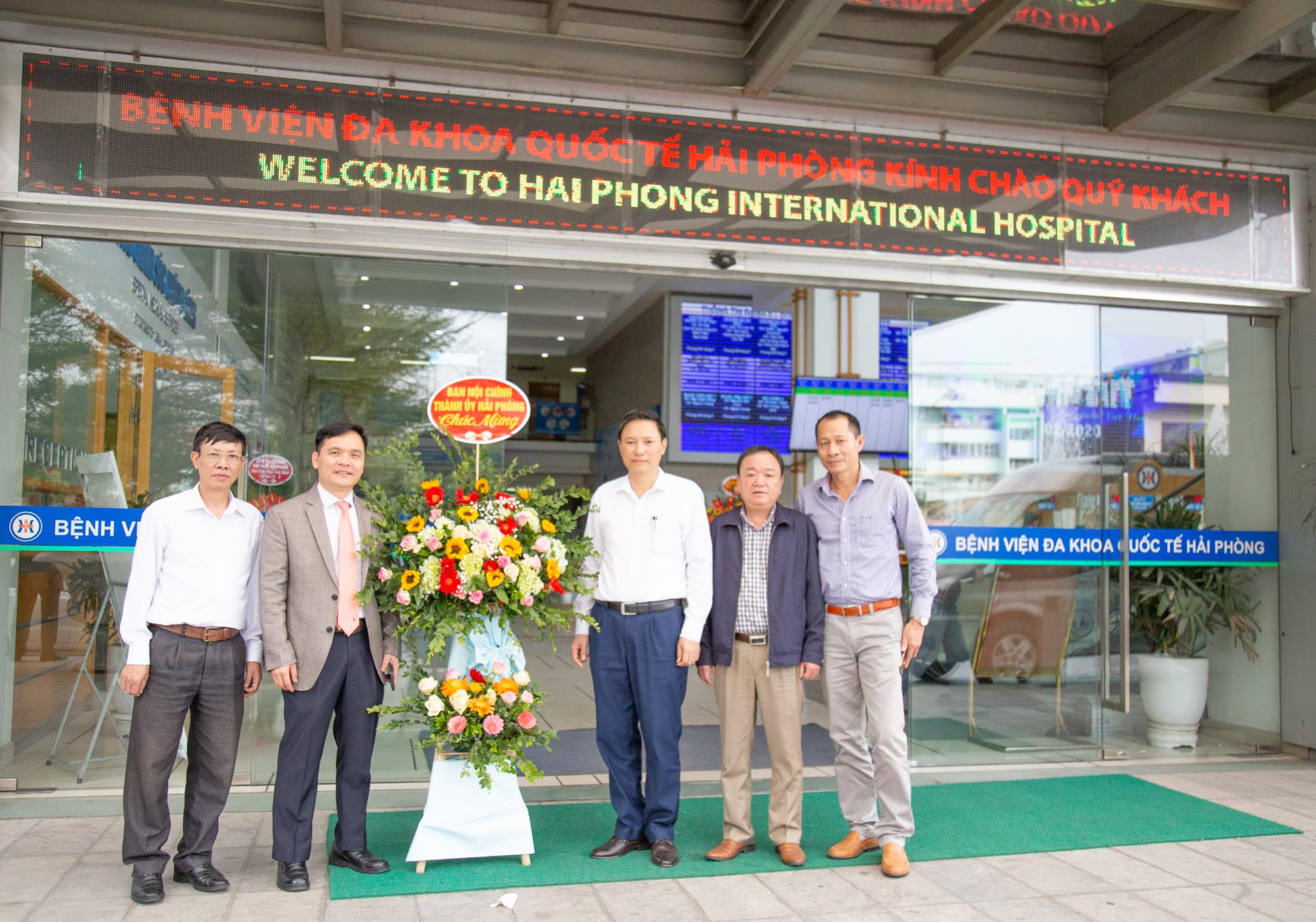 Ban Nội chính Thành ủy Hải Phòng tặng hoa và chúc mừng bệnh viện nhân ngày thầy thuốc Việt Nam 27-02