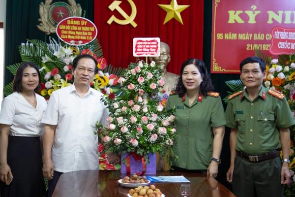 Tặng hoa chúc mừng nhân ngày Báo chí cách mạng Việt Nam (21/06/1925 – 21/06/2020)