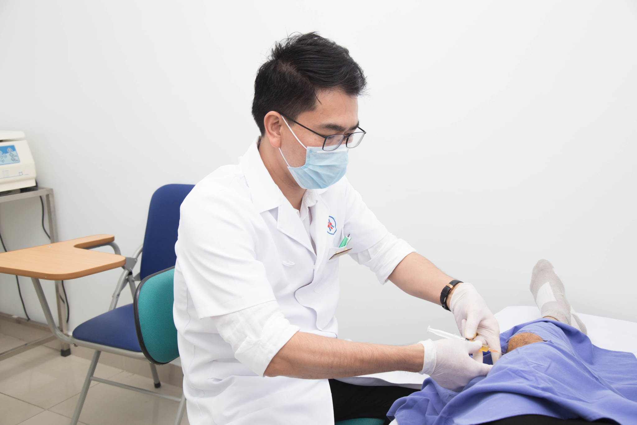 Thoái hóa khớp ở người cao tuổi: điều trị tái tạo và toàn diện bằng liệu pháp huyết tương giàu tiểu cầu tự thân (PRP)