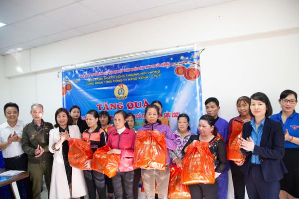 Công đoàn Tổng công ty Hàng Kênh tổ chức tặng quà cho công nhân lao động nhân dịp tết TÂN SỬU 2021
